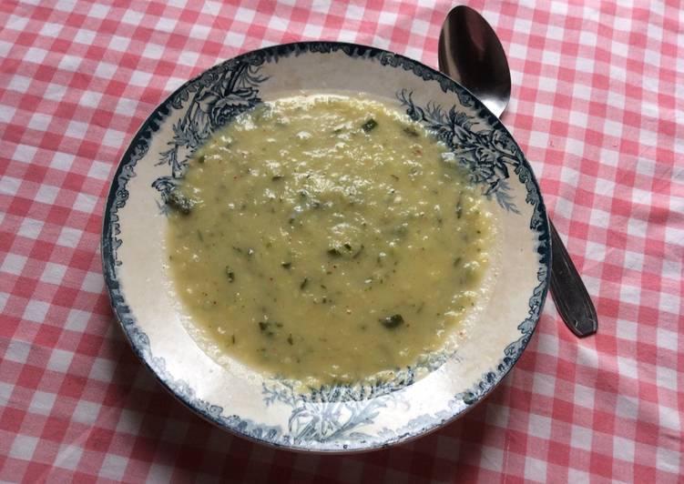 Soupe de courgettes au Roquefort facile et rapide