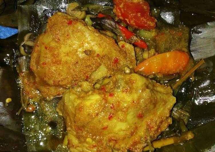 Pepes Ayam Kemangi Pedas