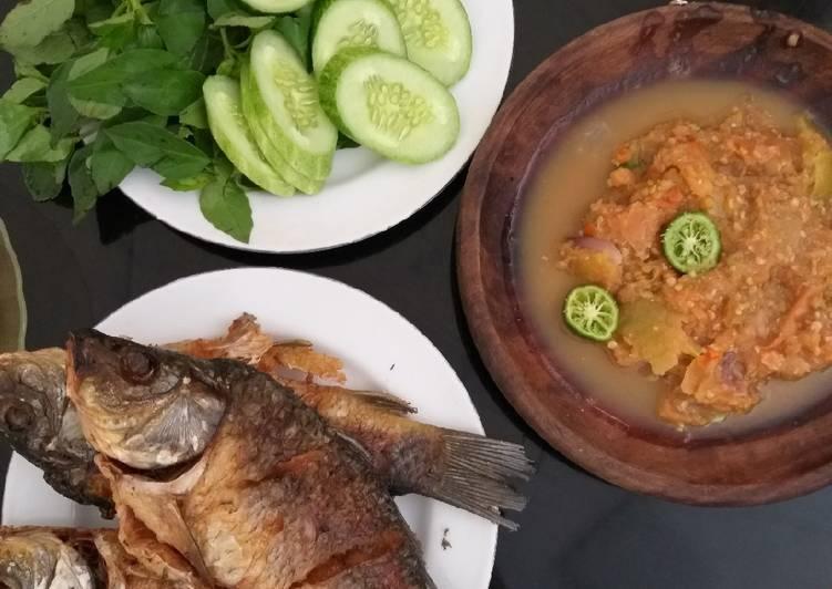 Ikan mas goreng sambal kencur