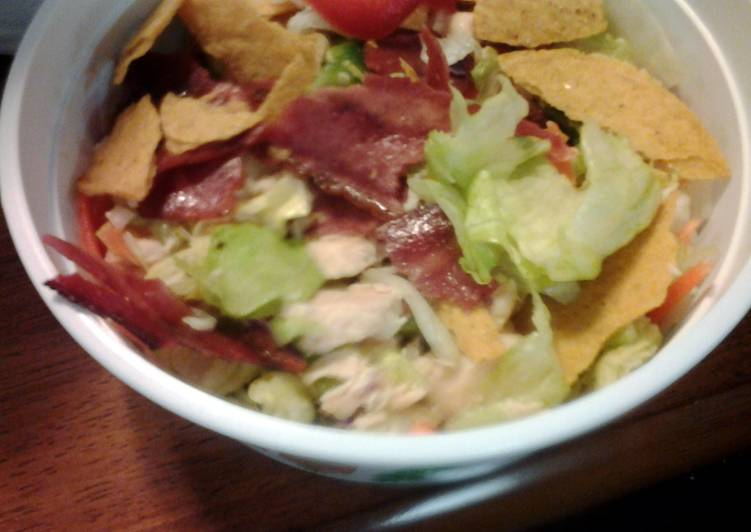 taco salad with chicken and turkey bacon