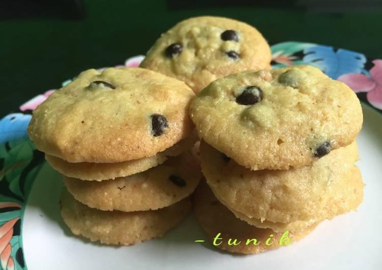 55. Choco Chips Peanut Cookies