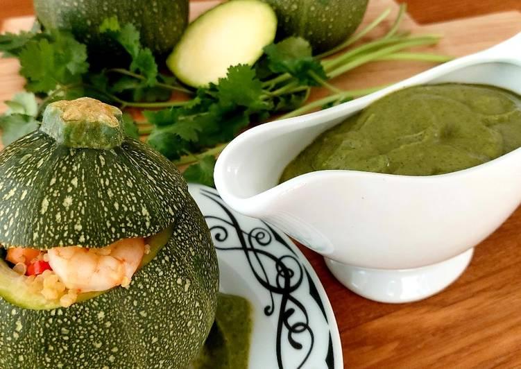 Receta Calabacitas rellenas de quinoa a la marinara y salsa de cilantro que es delicioso