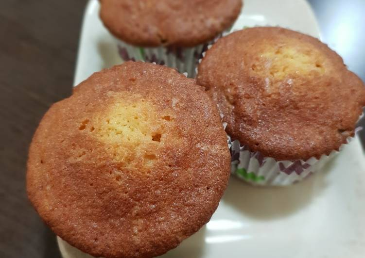 Pineapple sponge cupcake