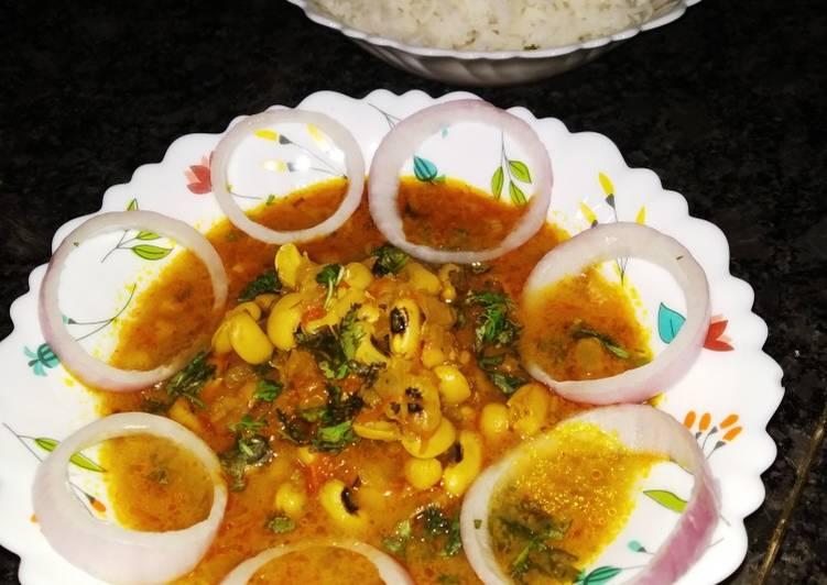 Recipe of Homemade Maharashtrian chavali chi usal (black eyed peas curry)