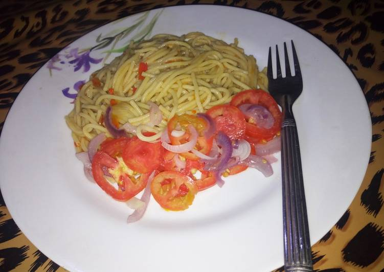 How to Cook Delicious Non scotch bonnet spag with tomato salad