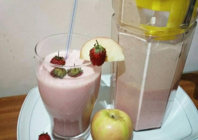 How to Prepare Quick Apple strawberries smoothie