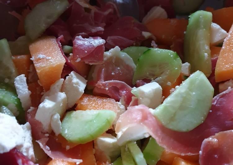 Salade de concombre melon jambon fumé et feta
