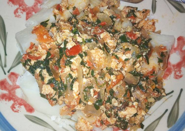 Boiled yam with vegetable egg sauce