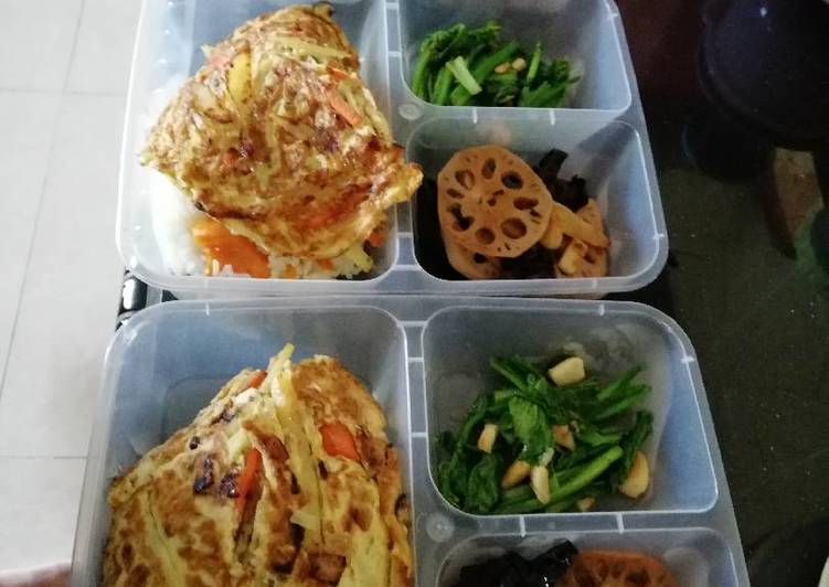 Pumpkin Rice with omelet, mix vegetables
