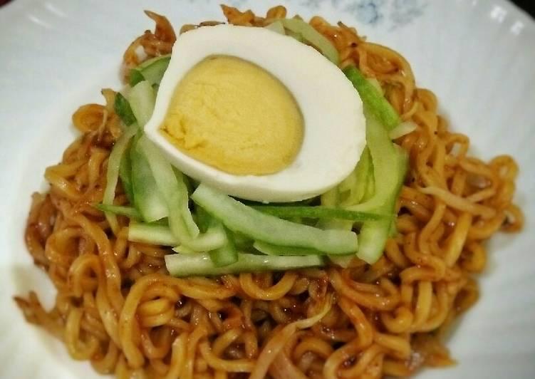 Bibim-myeon (Korean Spicy Noodles - pakai mie instant)