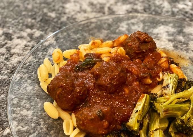Slow Cooker Meatballs + pasta sauce