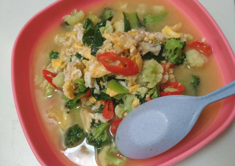 Tumis Capcay Pelangi (Brokoli, Kembang Kol, dan Pokcoy)