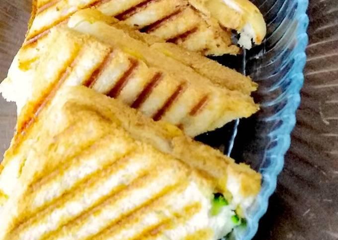 Grilled chicken and potato sandwich