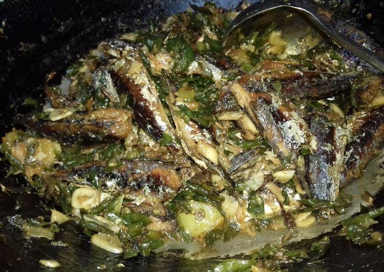 Resep Gereh Besek Ikan Keranjang Cabai Ijo Oleh Anisa Lutfiatun Cookpad