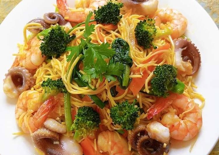 Mì trứng xào tôm,bạch tuộc và rau củ hình đại diện món
