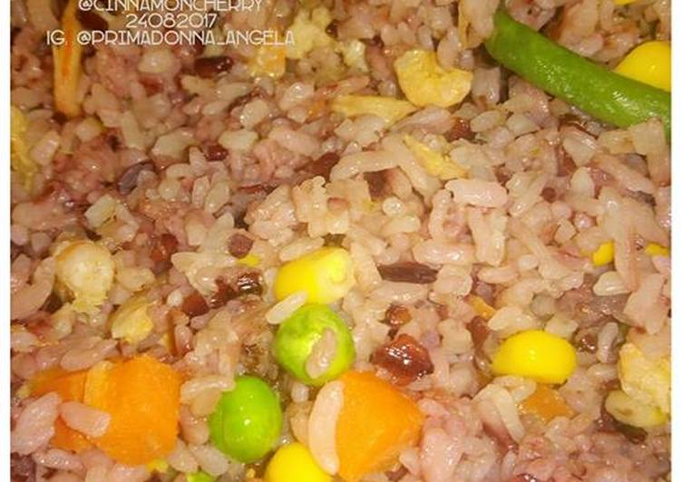Easiest Way to Make Award-winning Fried Rice with Dried Shrimps and Frozen Veggies
