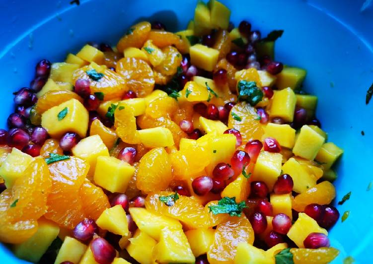 Recipe of Top-Rated Mango pomegranate summer salad