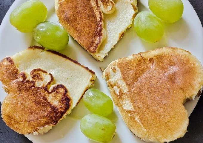 Breakfast Heart Shape Pancake😘