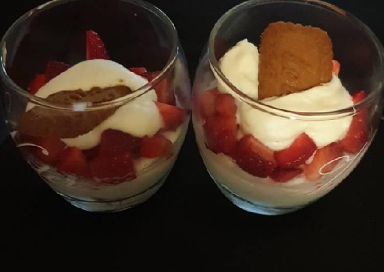 Verrines fraises, spéculoos & chantilly