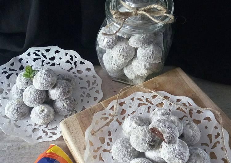 Black Snow White Cookies