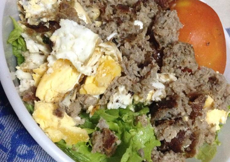 Salad Idea with Sausage Link (Filipino Longganisa) & Egg
