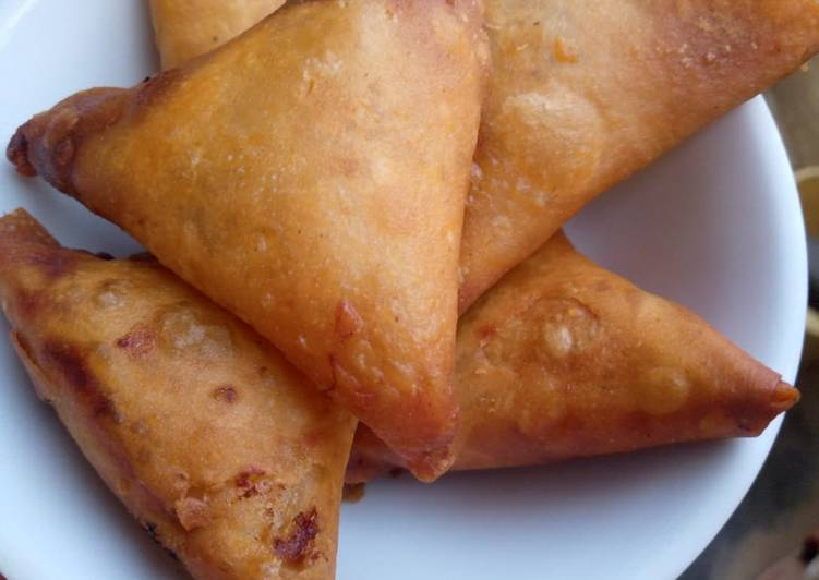 Simple Way to Prepare Any-night-of-the-week Spicy beef samosa