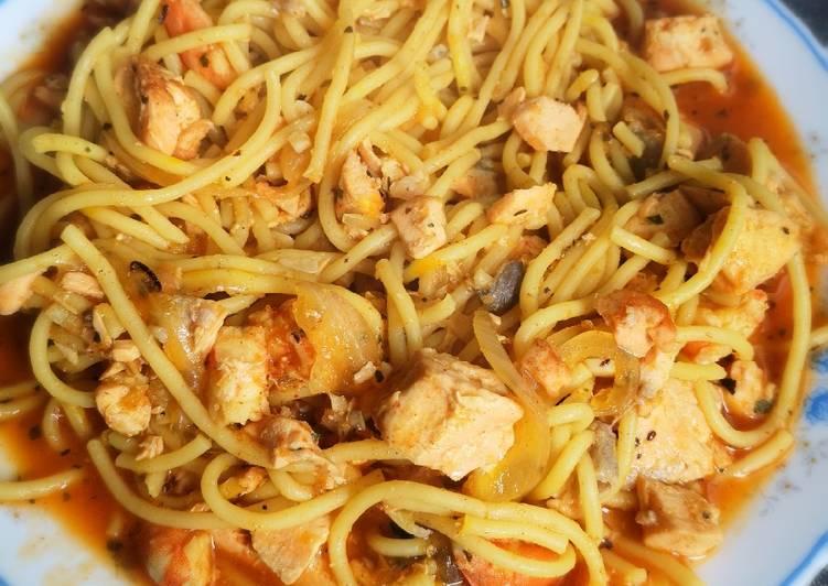 Espaguetis con salmón y langostinos