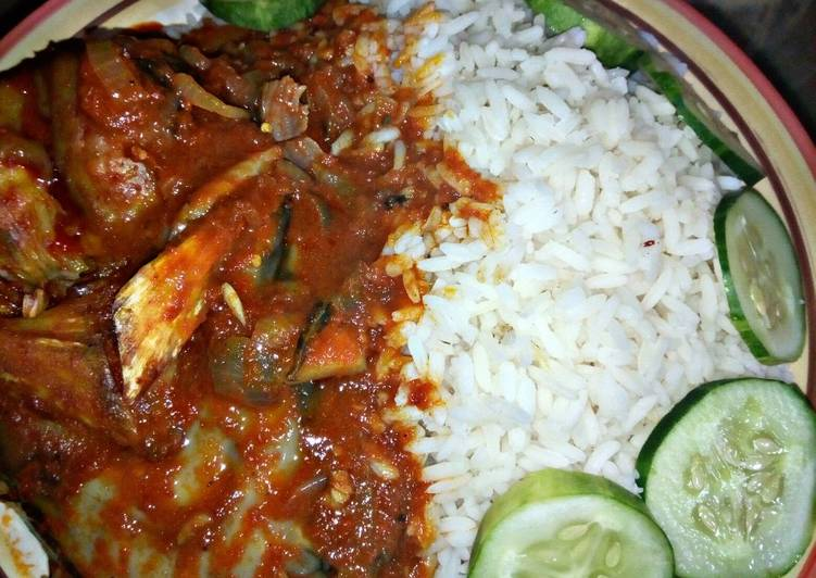 White Rice with catfish pepper soup and cucumber