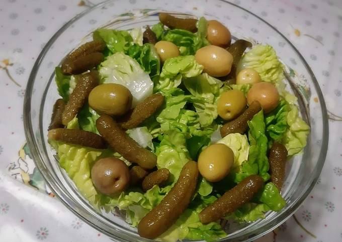 Salade de laitue aux olives vertes et cornichons ❤