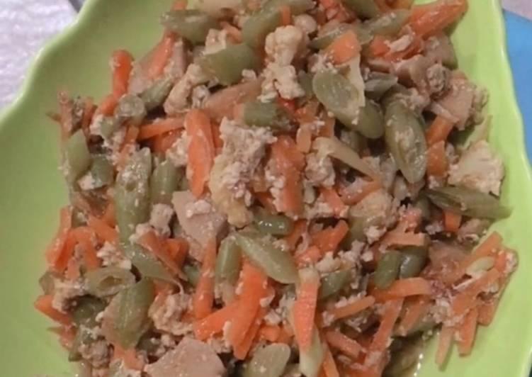 Tumis pelangi (buncis, wortel, bakso, telur)