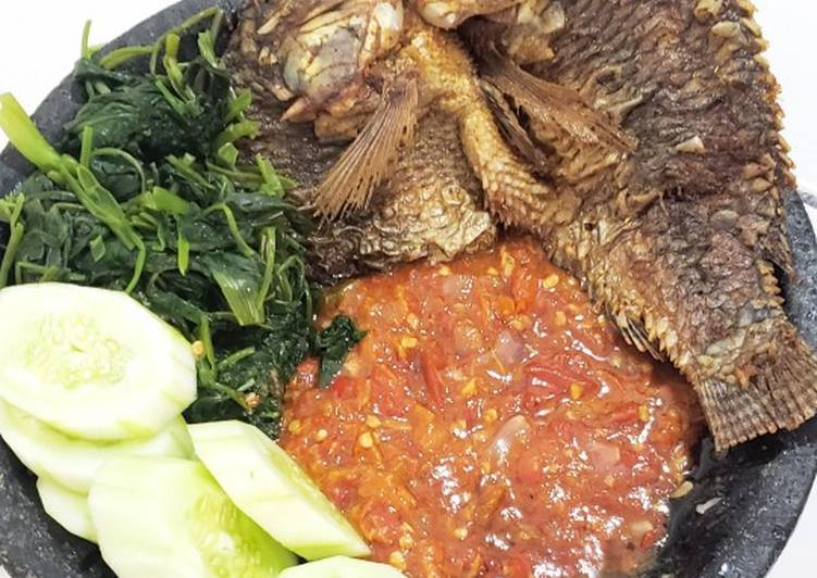 Ikan mujair goreng sambal tomat