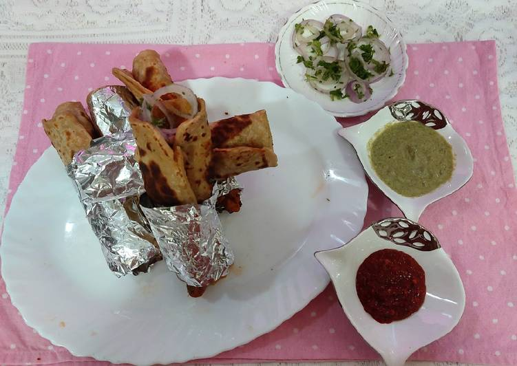 Chicken egg paratha chatpaty spicy rolls vary tasty mouth water