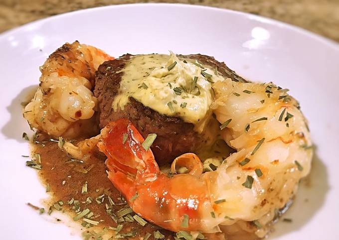 Filet with Giant Prawn, Pan Sauce and Béarnaise Compound Butter