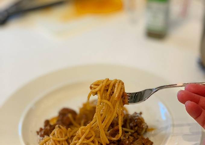 Quick and simple British bolognese pasta