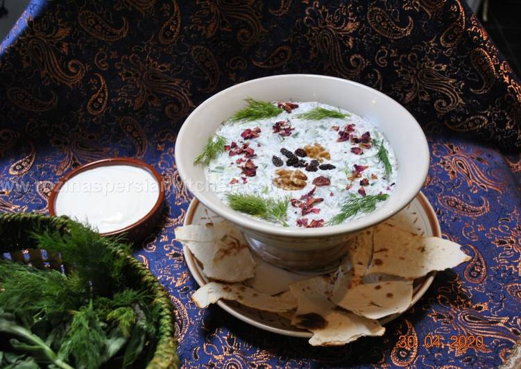 Abdoogh Khiar (Iranian cold cucumber soup)