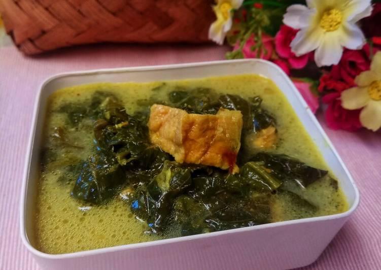 Gulai daun singkong with tahu