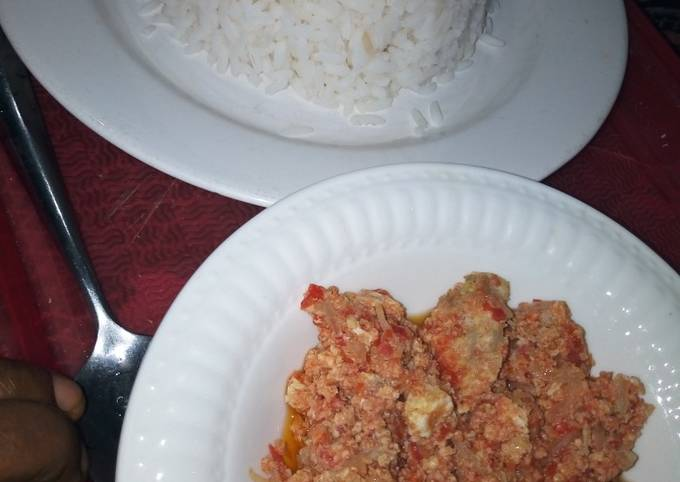 White Rice with Corned beef and Egg Sauce