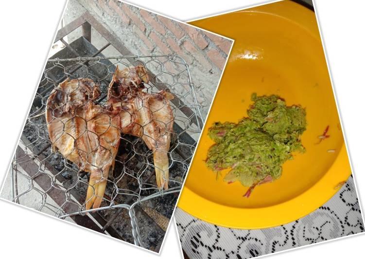 Ikan mas panggang sambal kecombrang