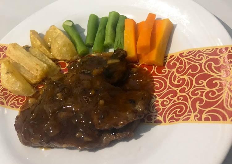 Beef steak with blackpapper sauce