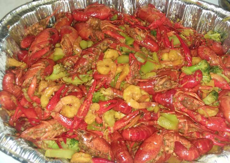 Recipe: Delicious Crawfish,shrimp and broccoli crab boil