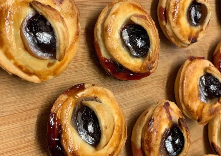 Halloween Cherry 'Eye' Pies