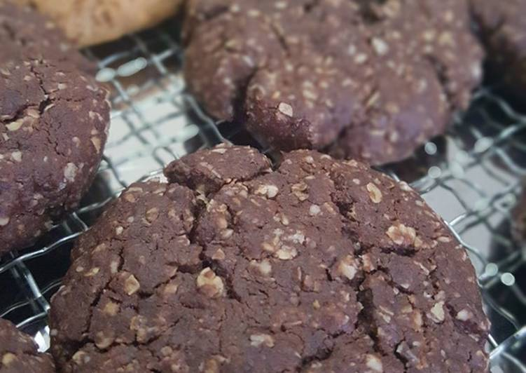 Soft & Chewy Choco Oatmeal Cookies