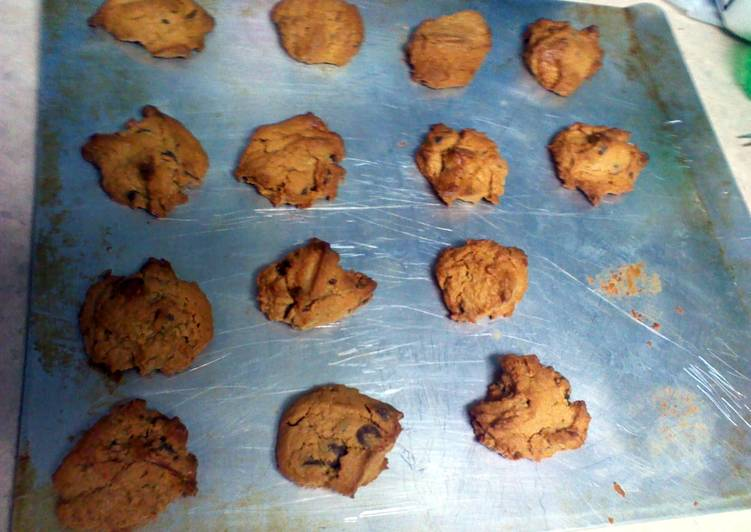 Flourless peanutbutter chocalatechip cookies
