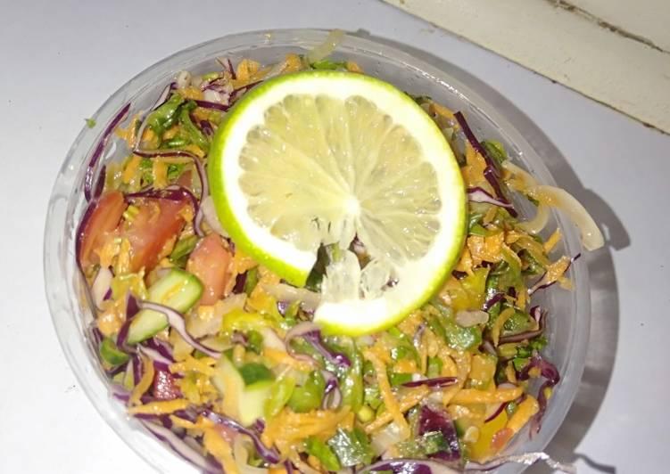 Red cabbage and capsicum salad