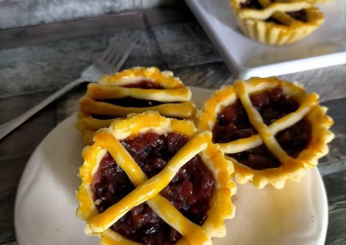 Plum Dates Pie