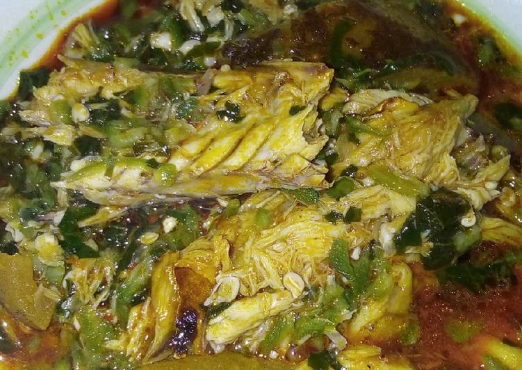 What is Dinner Easy Autumn Okra soup garnished with fish and pomo