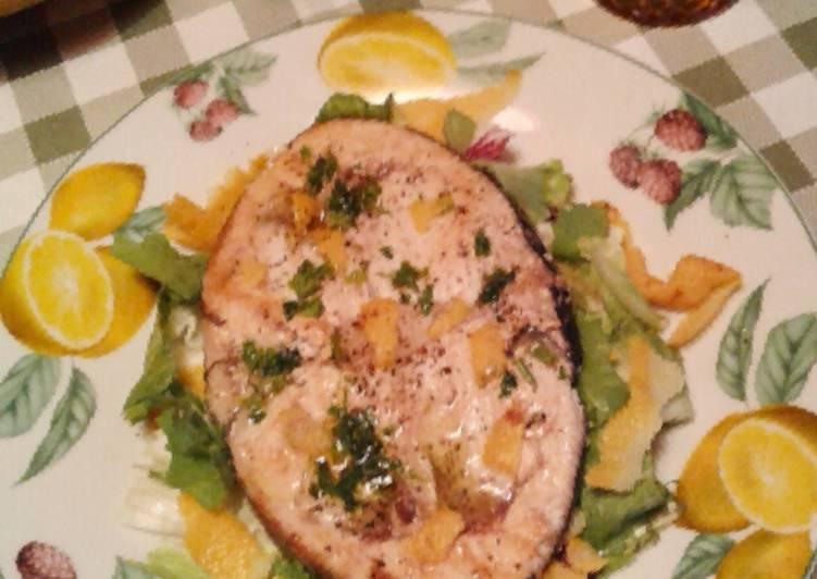 Pesce spada con olio aromatizzato al limone (ricetta light)