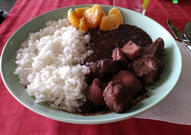 Feijoada brasileira / Frijolada brasileña
