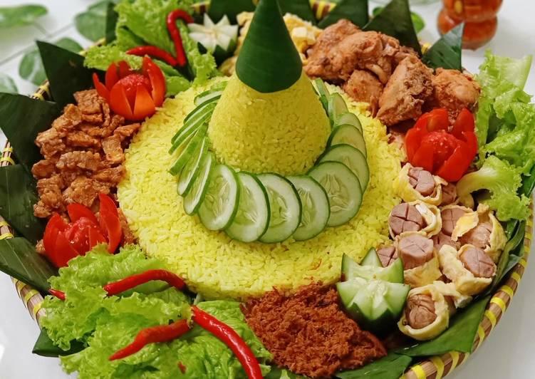 Tumpeng nasi kuning rumahan