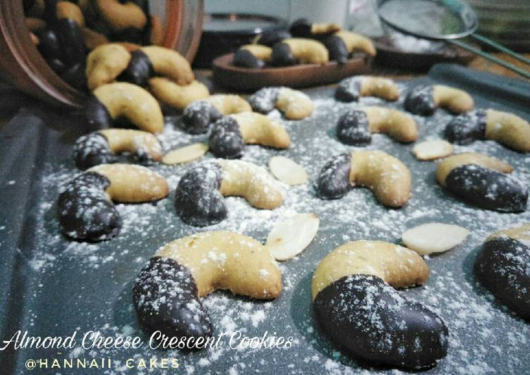 Almond cheese crescent cookies